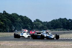 Nelson Piquet, Brabham BT49 devant Alan Jones, Williams FW07