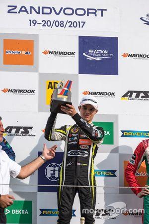 Podio: il vincitore della gara Lando Norris, Carlin, Dallara F317 - Volkswagen