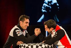 Sébastien Buemi, Toyota Racing, arm wrestles with Neel Jani, Porsche Team