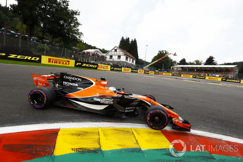 Fernando Alonso not worried about gaps