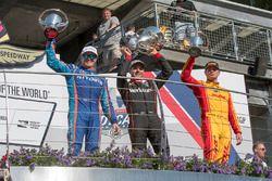 Подиум: победитель Уилл Пауэр, Team Penske Chevrolet, второе место – Скотт Диксон, Chip Ganassi Raci