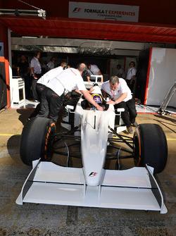 F1 Experiences, Doppelsitzer, Passagier; Patrick Friesacher, F1 Experiences, Doppelsitzer-Fahrer