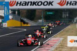 Callum Ilott, Prema Powerteam, Dallara F317 - Mercedes-Benz leads