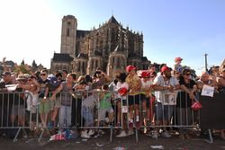 Drivers parade atmosphere, St. Julien Cathedral