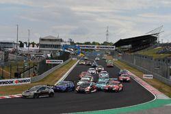Start action, Jens Reno Møller, Reno Racing, Honda Civic TCR leads