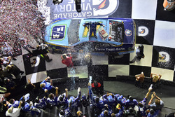 Il vincitore della gara Ricky Stenhouse Jr., Roush Fenway Racing Ford