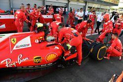Sebastian Vettel, Ferrari SF70H pendant le drapeau rouge