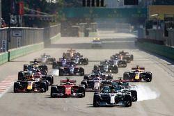 Start: Lewis Hamilton, Mercedes AMG F1 W08, Valtteri Bottas, Mercedes AMG F1 W08, Sebastian Vettel,
