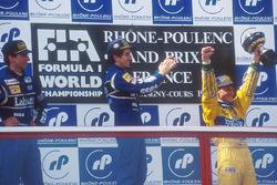 Podio: il vincitore Alain Prost, Williams, il secondo classificato Damon Hill, Williams, il terzo cl