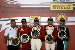 Podium : le vainqueur Thomas Loefflad, StileF Squadra Corse; le second Rick Lovat, Kessel Racing; le troisième Matt Keegan, Ferrari of San Francisco; Manuela Gostner, Ineco - MP Racing