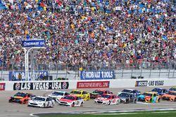 Start: Brad Keselowski, Team Penske Ford, Martin Truex Jr., Furniture Row Racing Toyota lead