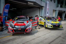 Lai Wee Sing, R Engineering, Honda Civic TCR; Abul Kaathir, R Engineering, Honda Civic TCR