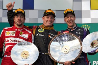 Podium: winner Kimi Raikkonen, Lotus, second place Fernando Alonso, Ferrari, third place Sebastian Vettel, Red Bull Racing
