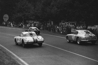Dick Thompson, Fred Windridge, Chevrolet Corvette C1, is passed by Graham Whitehead, Henry Taylor, Ferrari 250 GT SWB