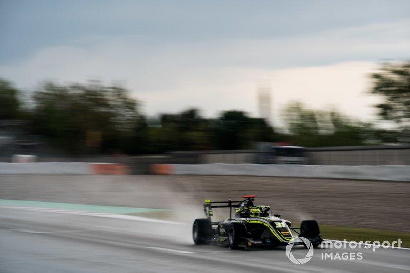 №31. Логан Сарджант (США, 18 лет), Carlin Buzz Racing
