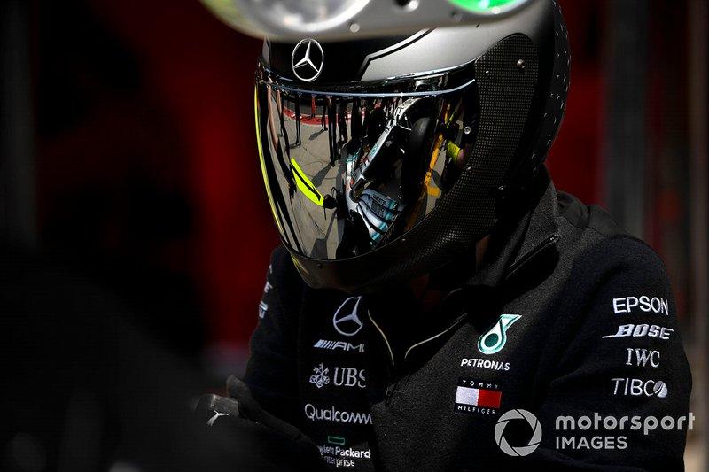 Un mécanicien Mercedes