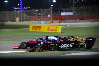 Pierre Gasly, Red Bull Racing RB15, battles with Kevin Magnussen, Haas F1 Team VF-19