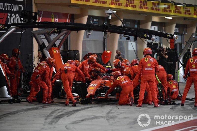 Charles Leclerc, Ferrari SF90 en pits