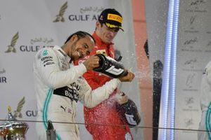 Lewis Hamilton, Mercedes AMG F1, vainqueur, Charles Leclerc, Ferrari, troisième, et Valtteri Bottas, Mercedes AMG F1, deuxième, sur le podium