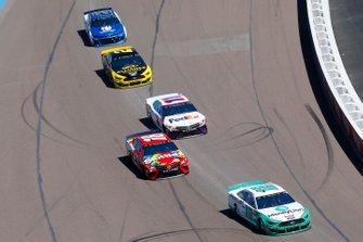 Ryan Blaney, Team Penske, Ford Mustang MoneyLion, Kyle Busch, Joe Gibbs Racing, Toyota Camry SKITTLES