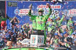 Race Winner Kyle Busch, Joe Gibbs Racing, Toyota Camry Interstate Batteries