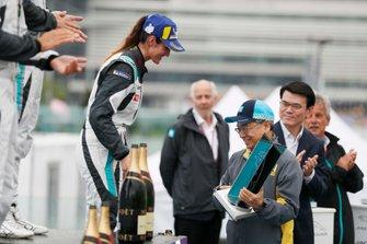 Célia Martin, Viessman Jaguar eTROPHY Team Germany receives her 3rd position trophy