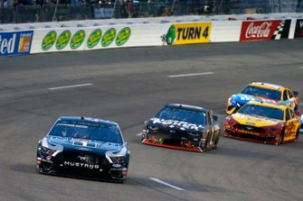 Kevin Harvick, Stewart-Haas Racing, Ford Mustang Mobil 1, Kurt Busch, Chip Ganassi Racing, Chevrolet Camaro Global Poker