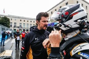 Andre Lotterer, DS TECHEETAH, in conversation with an engineer on the grid