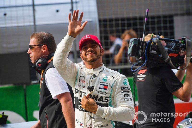 Lewis Hamilton, Mercedes AMG F1, acknowledges the crowd