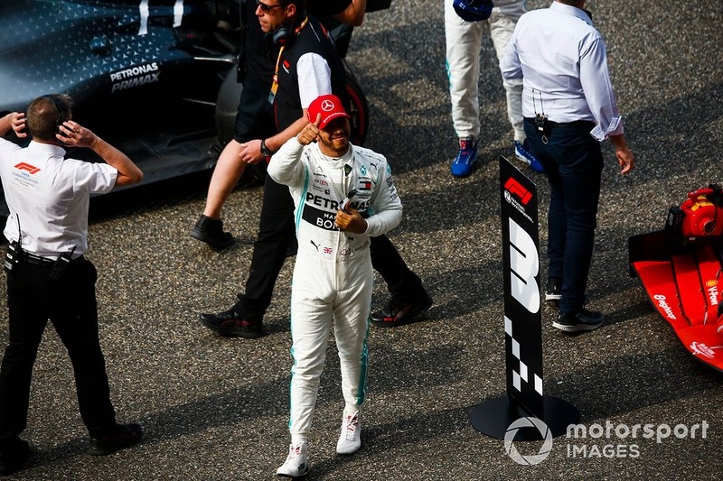 Lewis Hamilton, Mercedes AMG F1, acknowledges the crowd