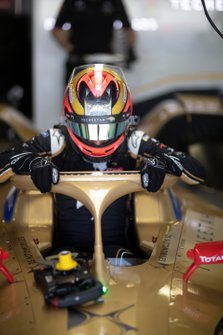 Jean-Eric Vergne, DS TECHEETAH, DS E-Tense FE19, gets into his car