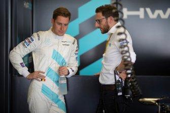 Stoffel Vandoorne, HWA Racelab talks to his engineer
