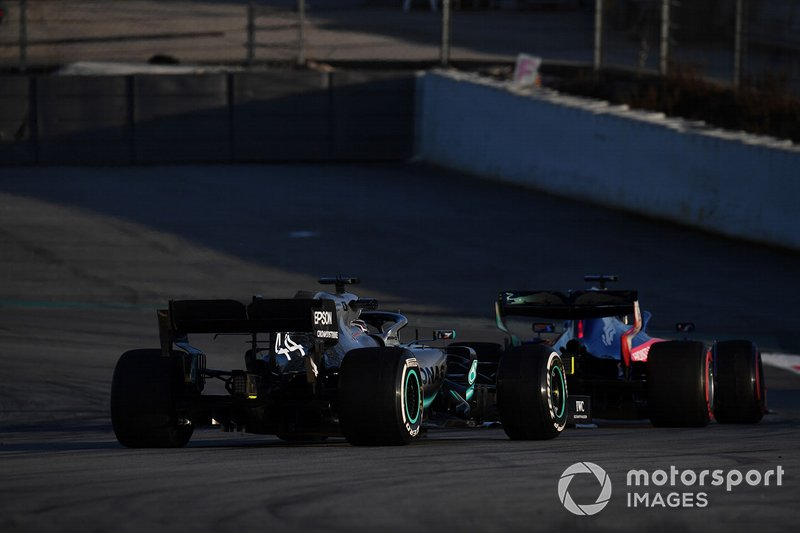 Lewis Hamilton, Mercedes-AMG F1 W10 EQ Power+ and Daniil Kvyat, Scuderia Toro Rosso STR14