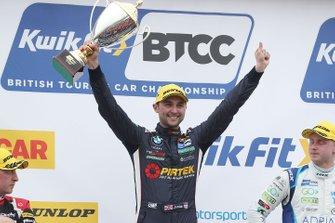 Podium race 2: winner Andrew Jordan, WSR BMW