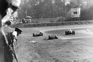Wolfgang von Trips (Ferrari Dino 156), Jim Clark (Lotus 21-Climax).