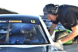 Kyle Marcelli gives some last minute tips to Chris Liesfeld of Fields Racing