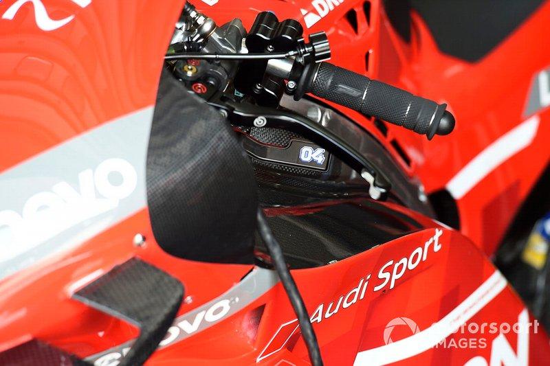 Dettaglio della leva del freno posteriore sulla moto di Andrea Dovizioso, Ducati Team