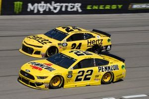 Joey Logano, Team Penske, Ford Mustang Pennzoil, William Byron, Hendrick Motorsports, Chevrolet Camaro Hertz