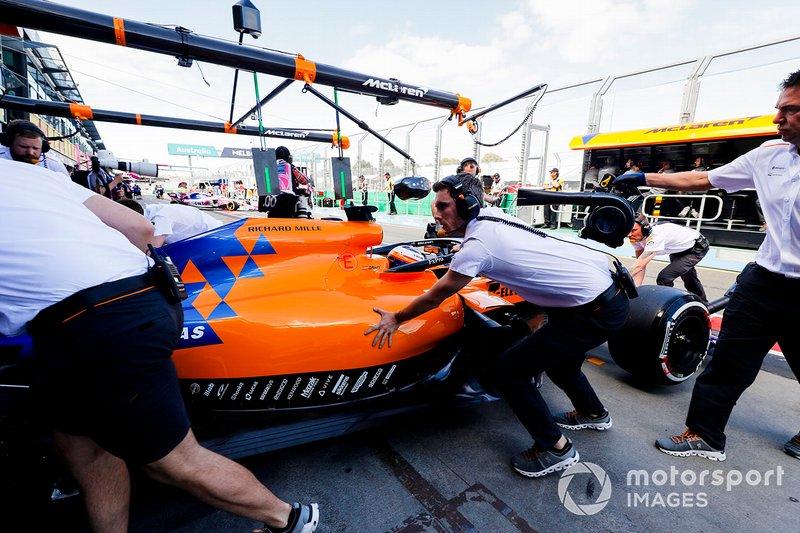 Carlos Sainz Jr., McLaren MCL34, is returned to the garage