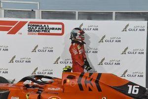 Charles Leclerc, Ferrari, tercero, en Parc Ferme
