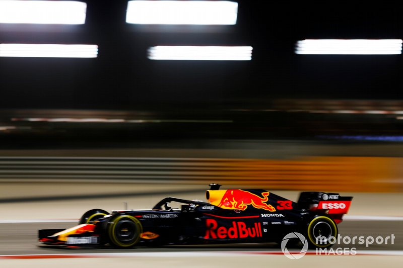 """Mas o GP do Bahrein não foi só Ferrari e Mercedes. Max Verstappen não gostou de sua corrida, mesmo terminando em quarto: """"Eu não tive uma volta em que senti que estava bem. Era só uma questão de sobreviver e chegar."""""""