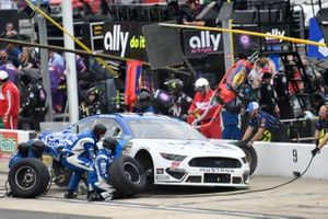 Gray Gaulding, Petty Ware Racing, Chevrolet Camaro Jacob Companies, makes a pit stop