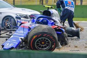 La voiture endommagée d'Alexander Albon, Toro Rosso STR14, après son crash