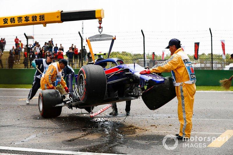 Alexander Albon, Toro Rosso STR14, kecelakaan di FP3