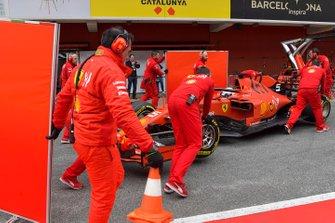 Sebastian Vettel, Ferrari SF90, makes a pit stop
