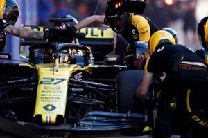 Nico Hulkenberg, Renault F1 Team R.S. 19, s'arrête au stand