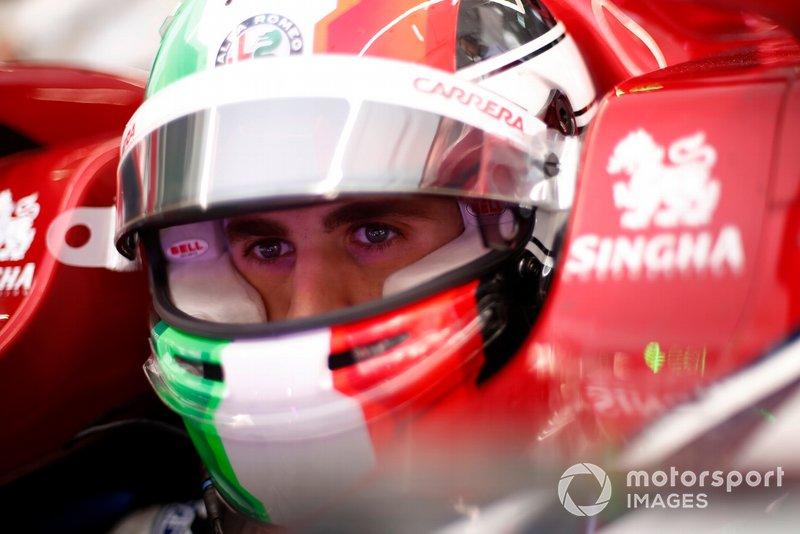 Antonio Giovinazzi es el piloto titular de Alfa Romeo pero es el tercer piloto de Ferrari. Si los del Cavallino le llaman, Alfa Romeo tendrá que buscar sustituto
