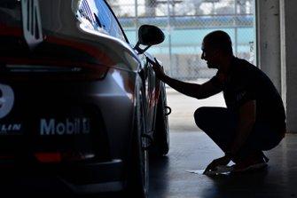 David Tuaty works on the #69 MP1B Porsche GT3 Cup driven by Dan Hardee & David Tuaty of TLM USA