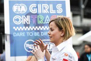 Chicas FIA en la pista con Susie Wolff, Venturi Formula E