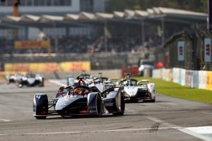Robin Frijns, Envision Virgin Racing, Audi e-tron FE05 leads Jose Maria Lopez, GEOX Dragon Racing, Penske EV-3